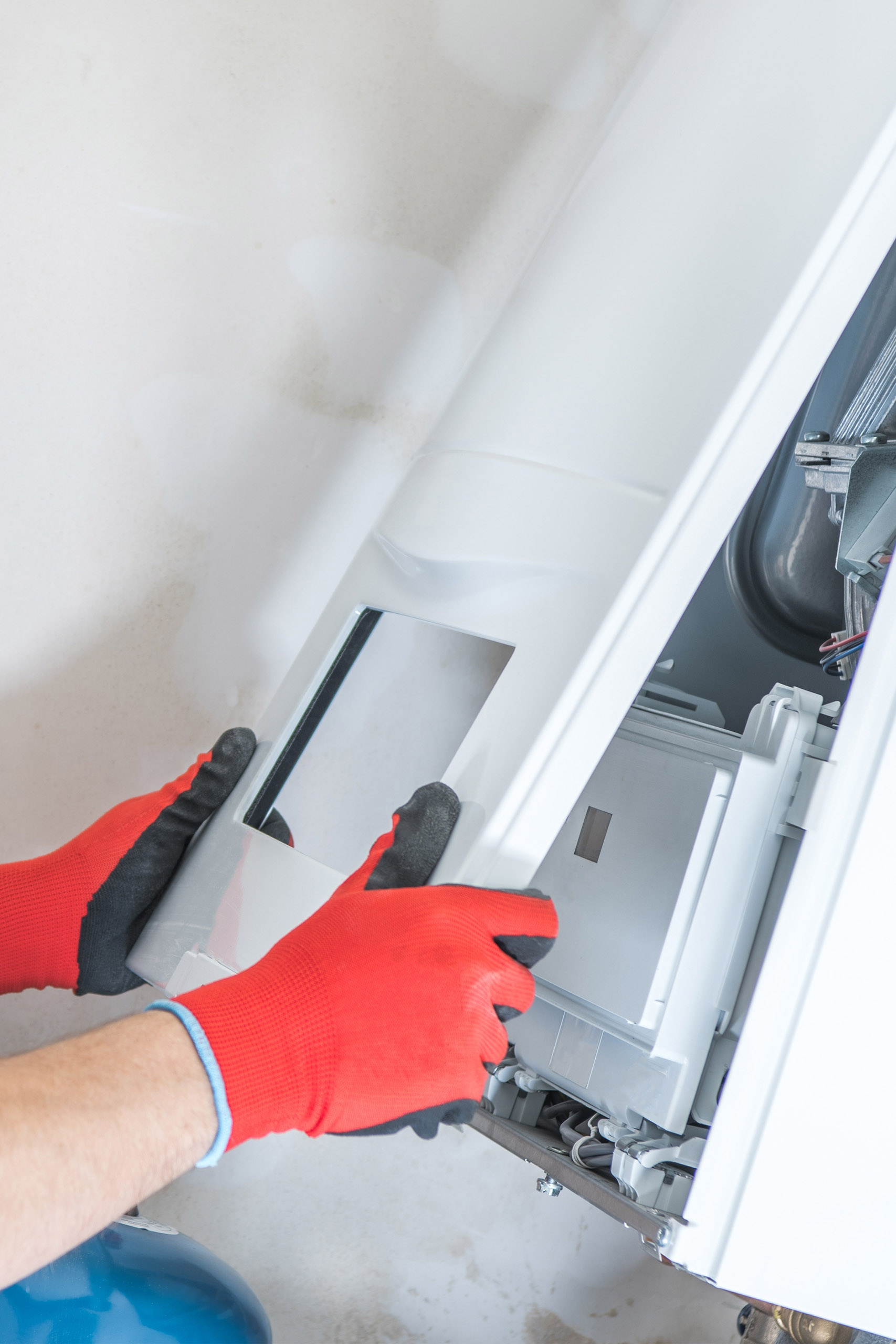 https://lmwilson.com/wp-content/uploads/2020/07/heating-maintenance_288511091.jpg